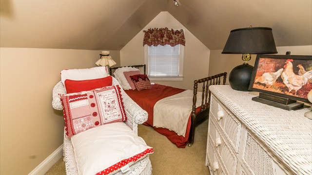 RED BEDROOM 4